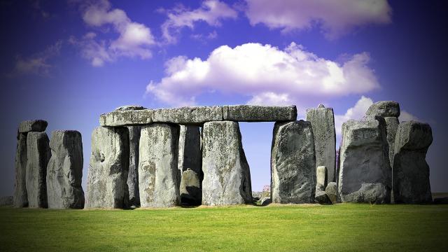 dnews-stonehenge-hero