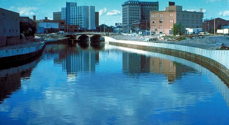 1024px-Flint_River_in_Flint_MIchigan